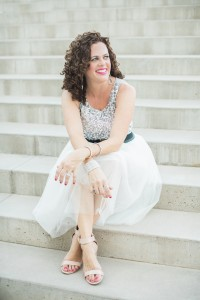 Gretchen Wakeman Photography, The Bubbly Hostess